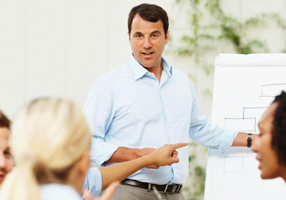 Saiba quando é necessário contratar, como funciona e o perfil ideal para o seu condomínio