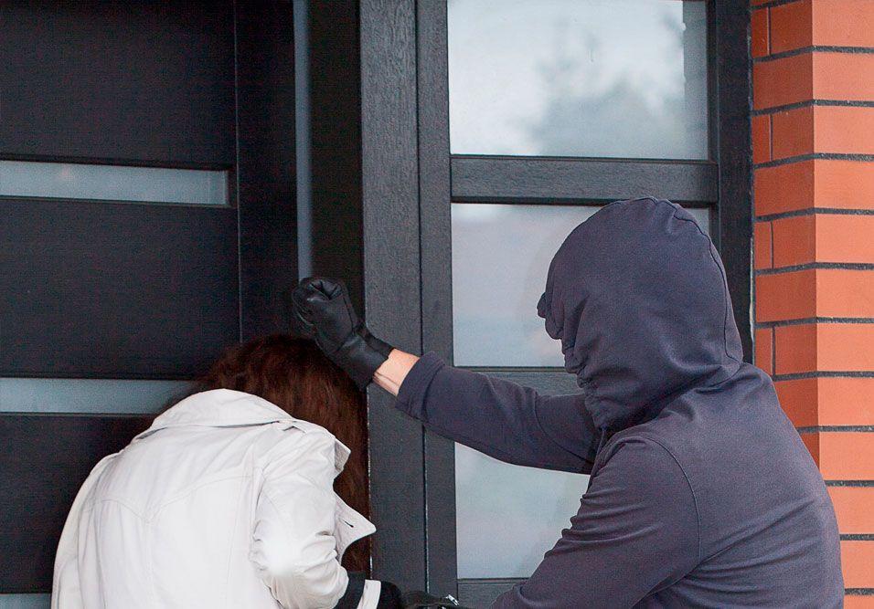 Pequenos descuidos podem ser a oportunidade exata que o ladrão estava aguardando para assaltar o condomínio