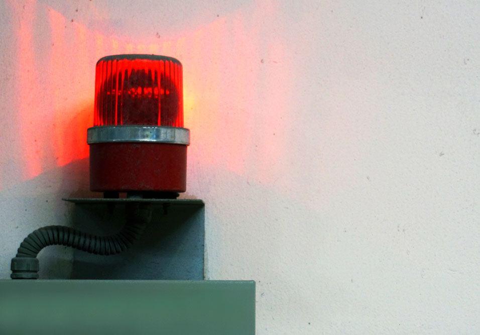 Síndico deve estar preparado para lidar com: vazamentos, brigas, incêndios, queda de energia, elevadores parados, panes, etc.