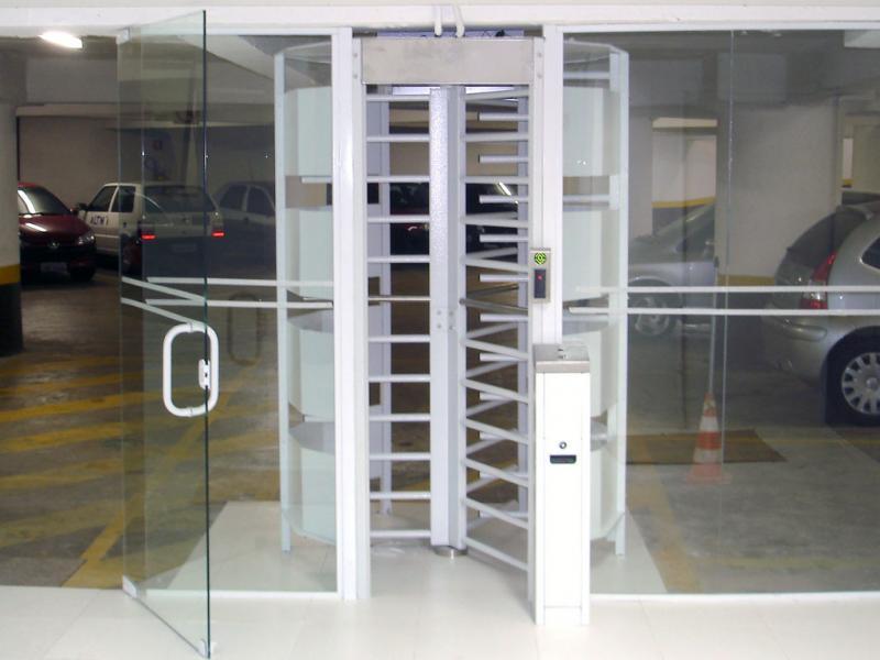 Foto - Torniquetes, Catracas Eletrônicas e Software de Controle de Acesso e Cadastro de Visitantes, Prestadores, Colaboradores, Moradores