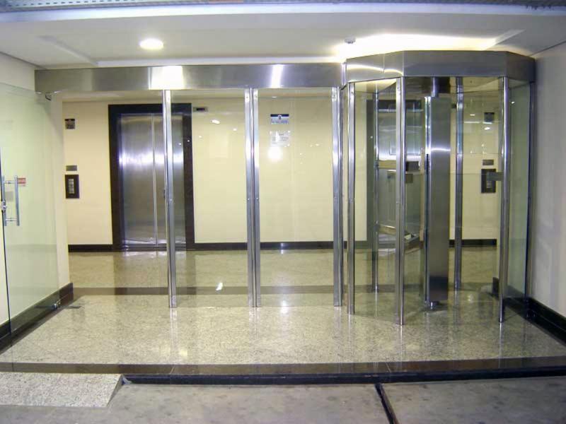 Foto - Portas automáticas de Vidro e Software de Controle de Acesso e Cadastro de Visitantes, Prestadores, Colaboradores, Moradores