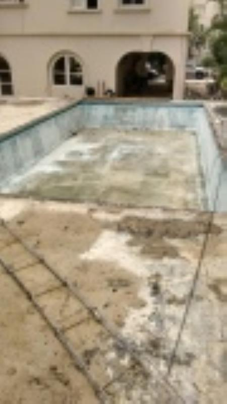 Foto - Foto de como era a piscina que impermeabilizamos e revestimos, foto abaixo.