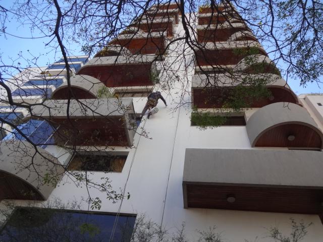 Foto - Restauração de fachada inclusive tijolinhos aparentes e concreto aparente