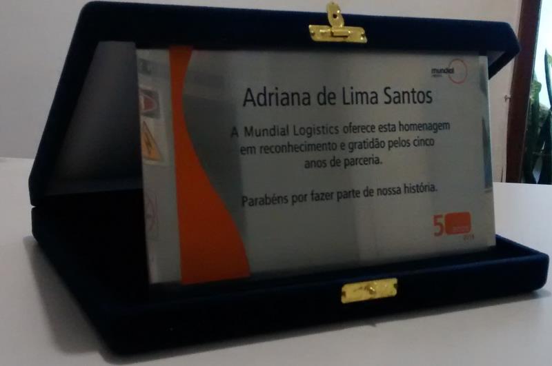 Foto - placa homenagem + estojo