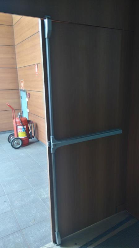 Foto - Omega Portas - Porta Dupla Vertical
