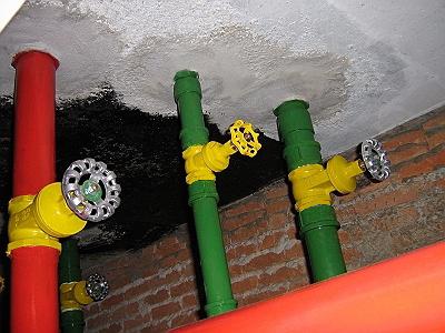 Foto - Instalações hidráulicas do barrilete substituídas.