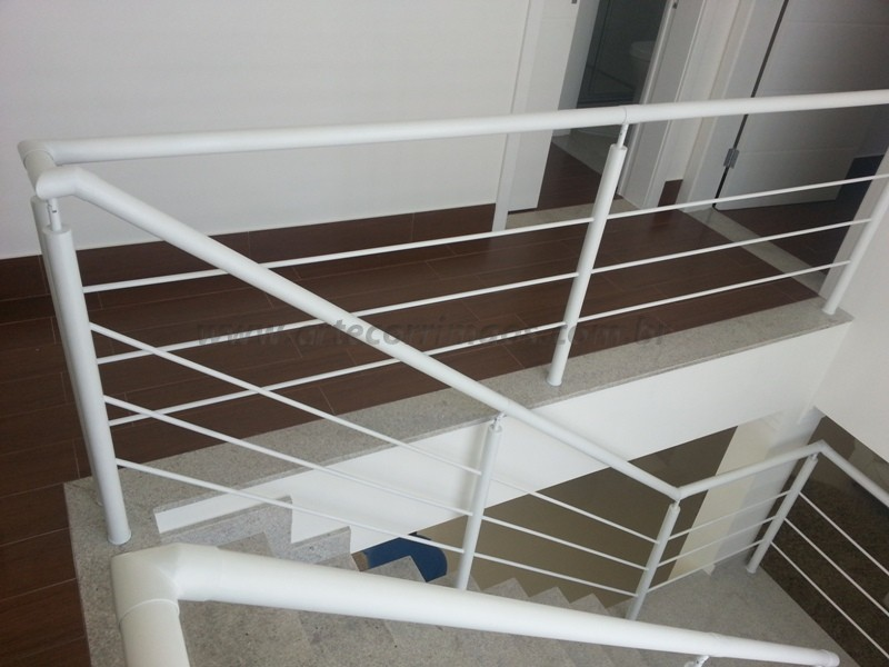 Foto - corrimão de escadas ferro