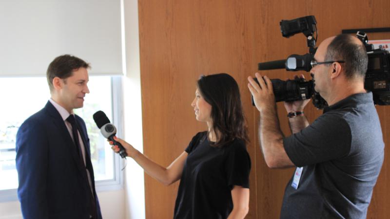 Foto - Dr. Rodrigo Karpat em entrevista à TV Record sobre compra de imóveis na planta