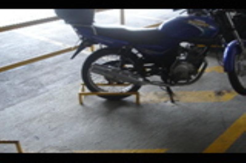 Foto - Fabricamos baias para moto, assim o condôminio individualiza as vagas evitando riscos e amassados