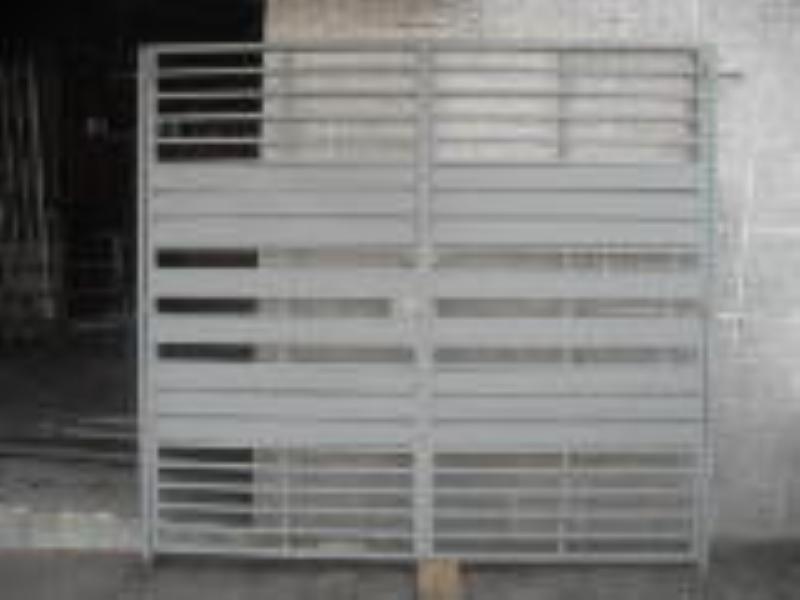 Foto - Confecção de Portão de garagem.