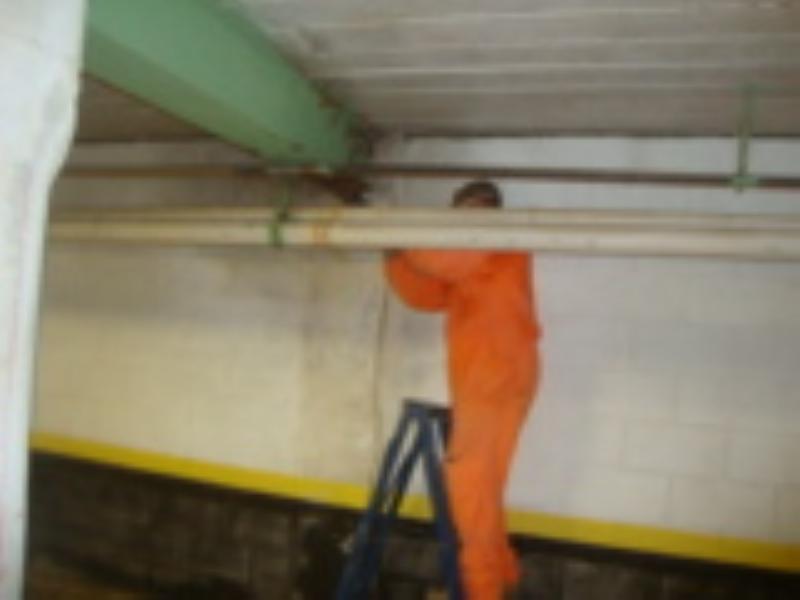 Foto - Pericia para verificação da estabilidade estrutural em vigas metálicas de subsolo de prédio comercial