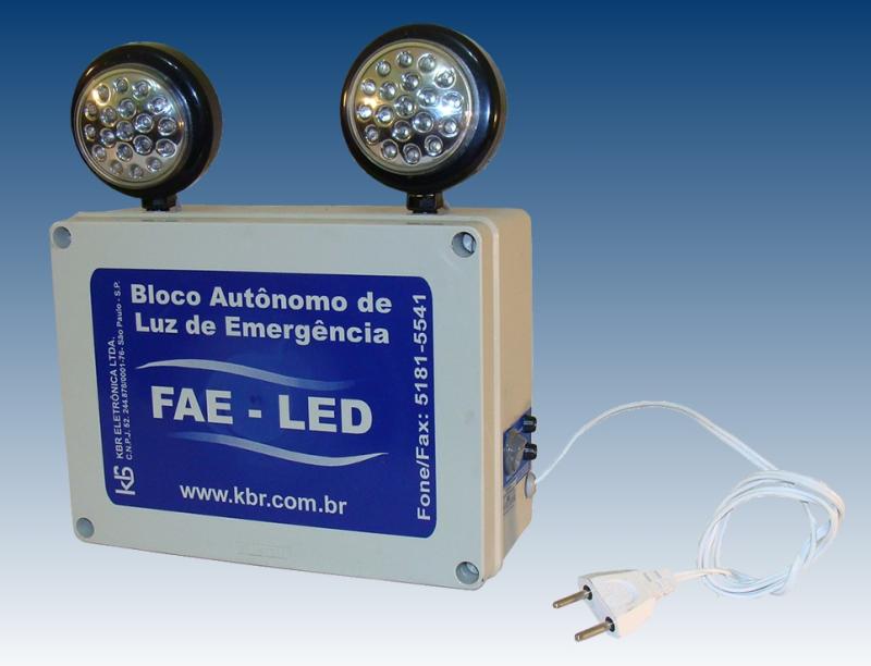 Foto - Bloco autônomo de luz de emergência com faróis de LED's