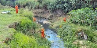 Foto - Realizamos limpeza de rios, córregos e lagoas.