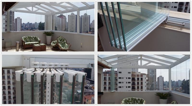 Foto - Cobertura de policarbonato de 4mm com estrutura de tubos em alumínio de 100x50 e fechamento de vidro temperado de 8mm incolor tipo envidraçamento de sacada ( fechamento de varanda )