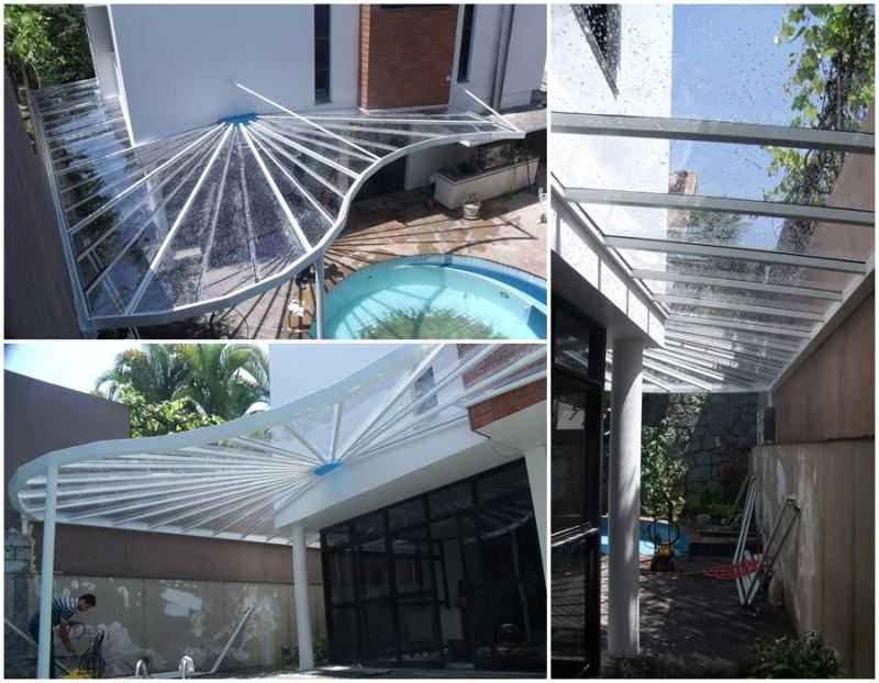 Foto - Cobertura trabalhada em policarbonato com estrutura em aluminoObra Alphaville 03