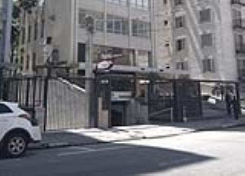 Foto - Foto dos acessos ao Edifício - solicitado a troca dos portões e adequação de acessibilidade