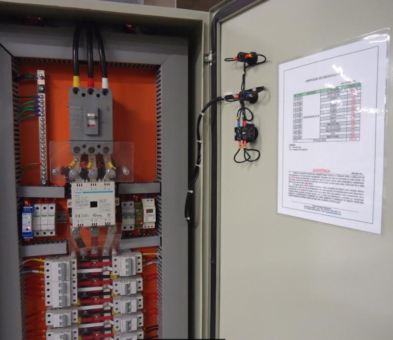 Foto - Painel de distribuição para condicionado de ar por expansão direta