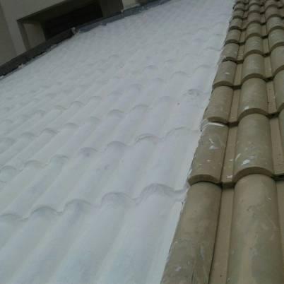 Foto - Impermeabilização por manta líquida emborrachada em telhados.