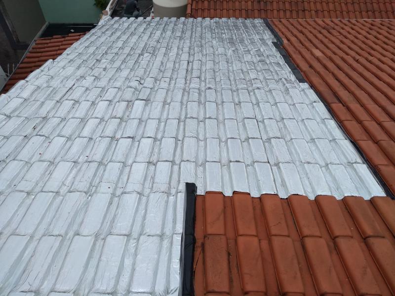 Foto - Impermeabilização de telhado por manta de alumínio instalada com maçarico. Cliente: Igreja Cristã Maranata