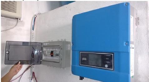 Foto - Inversor e Protetor contra surto Energia Solar.