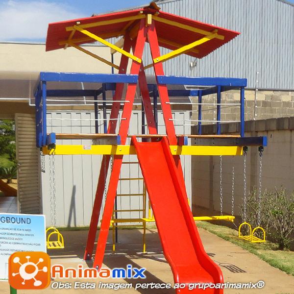 Foto - Animamix Brinquedos - Playground de Madeira Pequeno escorregador fibra - Todo o brinquedo passa por tratamento especial garantindo a sua durabilidade. Oferecendo qualidade, durabilidade e super pratica para montar.
